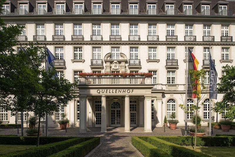 Eingang zum Hotel Pullman Hotel Aachen Quellenhof / © Uwe Noelke