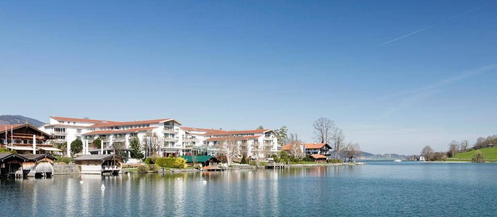Sicht auf das Althoff Seehotel Überfahrt von der Seestrasse her / © Althoff Seehotel Überfahrt