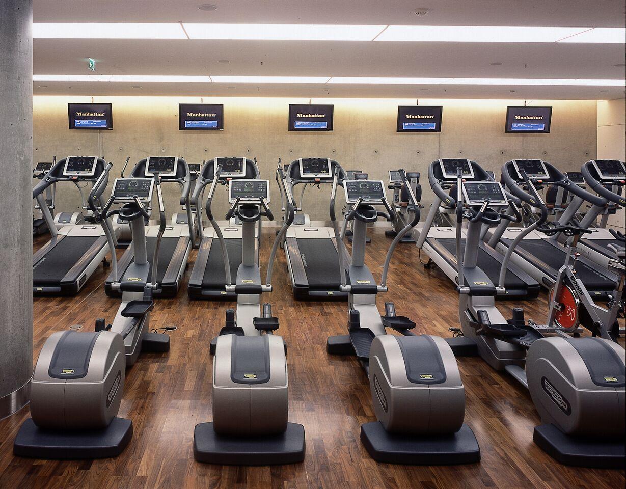Der top ausgestattete Fitnessbereich bei Holmes Place auf der KÖ / © Holmes Place
