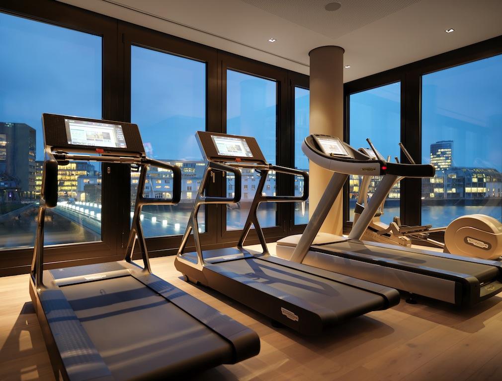 Fitnessraum im Rive Spa. Trainieren bei schönster Aussicht / © HYATT REGENCY