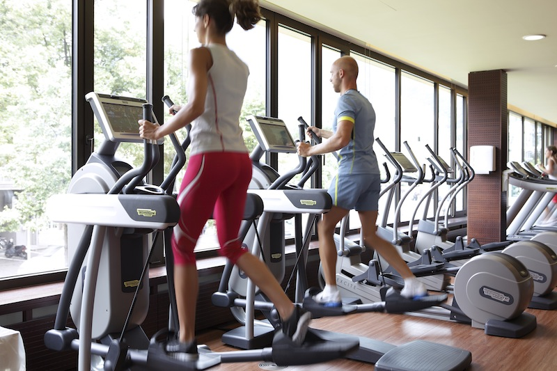 Laufbänder im Fitness-Centrum der Therme Meran / © Manuela Prossliner