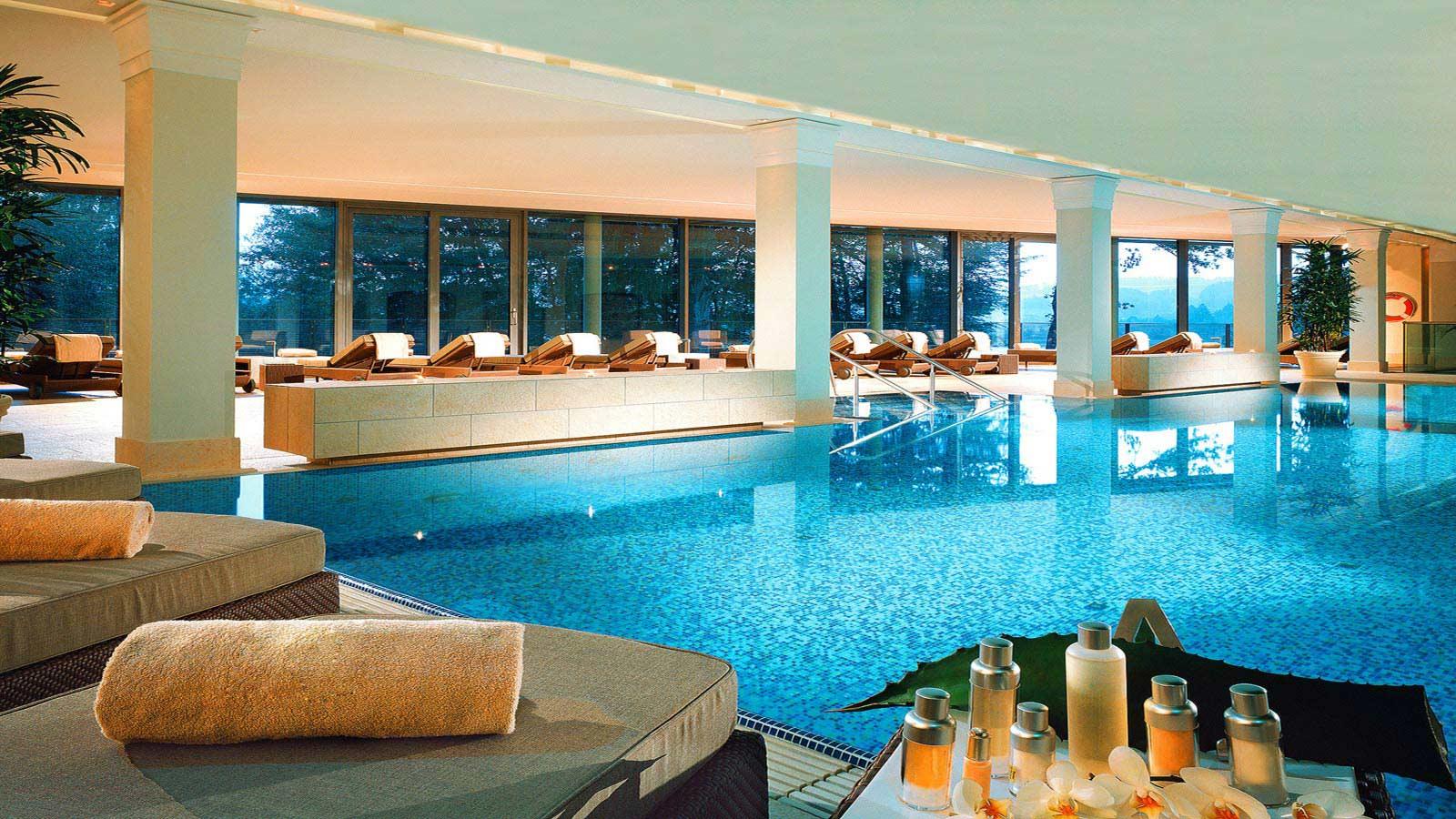 Sicht auf den schönen Pool / © Schloss Fuschl Betriebe GmbH