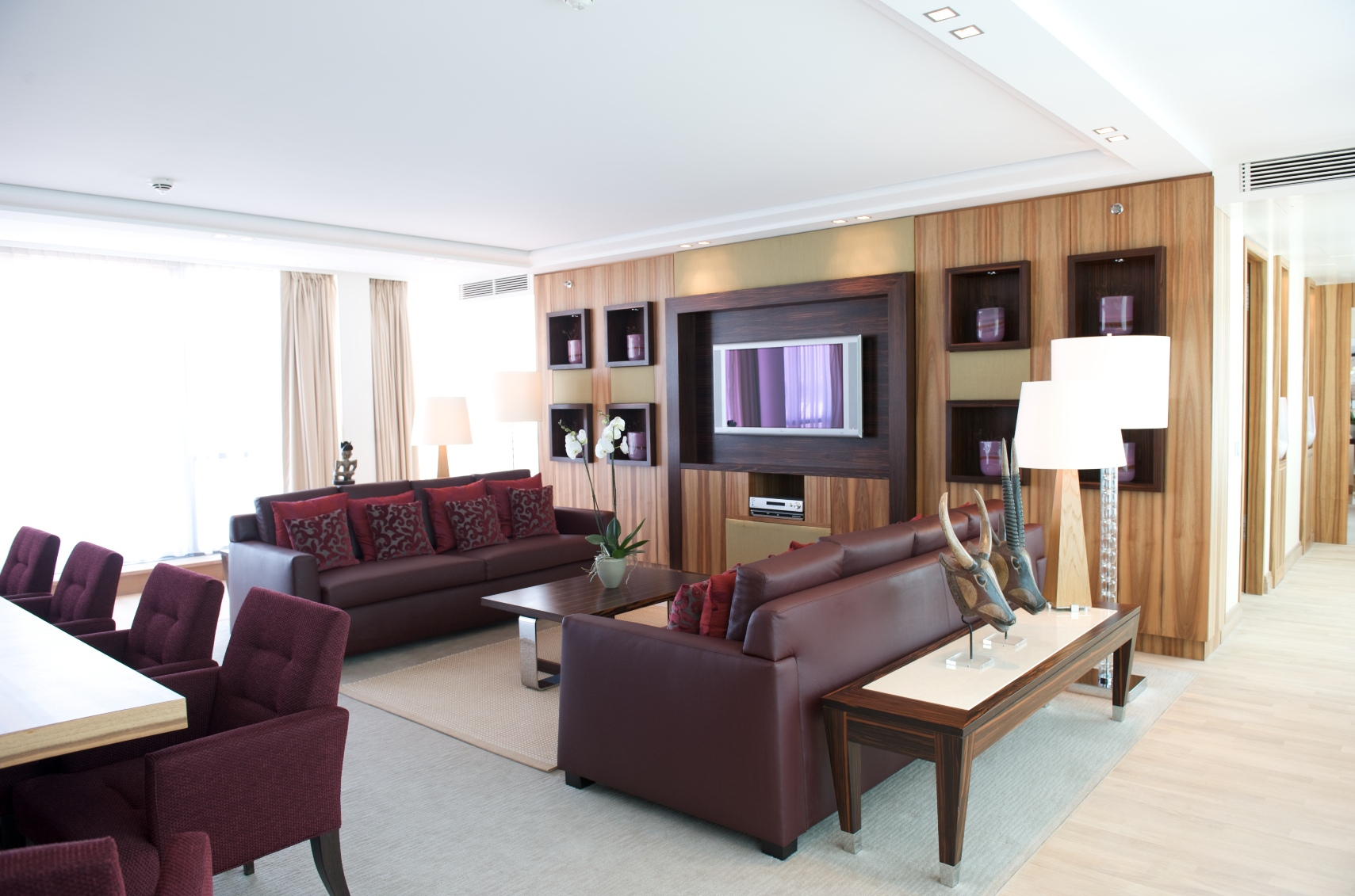 Der großzügige Wohnbereich der Präsidenten-Suite / © InterContinental