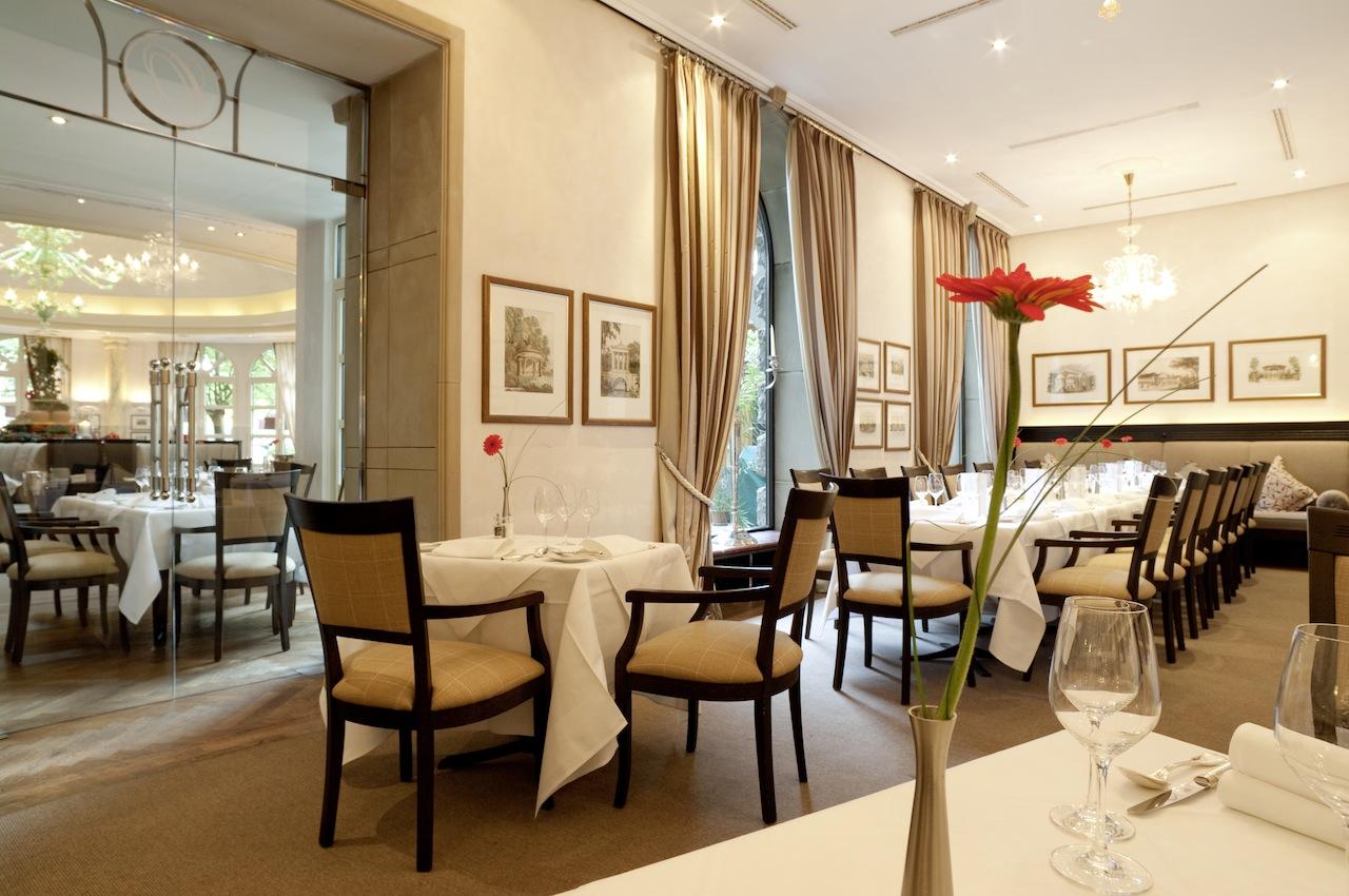 Blick in den Salon des Restaurants ORANGERIE / © Nassauer Hof