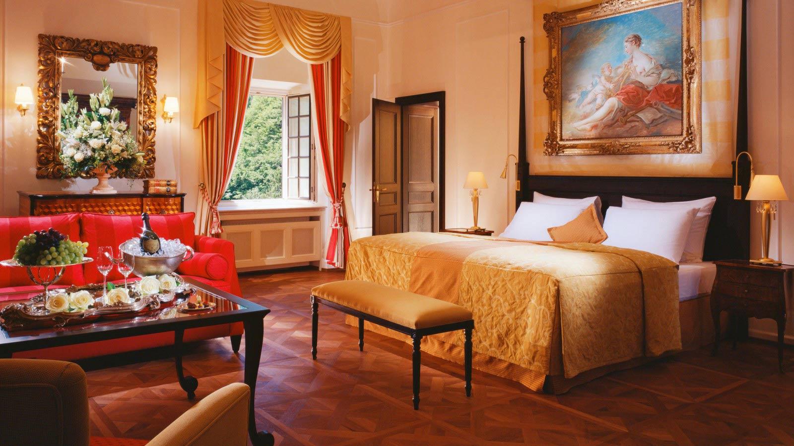 Ein Blick in die schöne Sissi-Suite / © Schloss Fuschl Betriebe GmbH