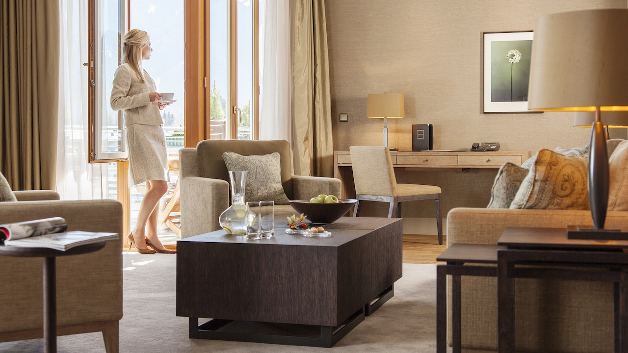 Wohnbereich der Tegernsee Suite / © Althoff Seehotel Überfahrt