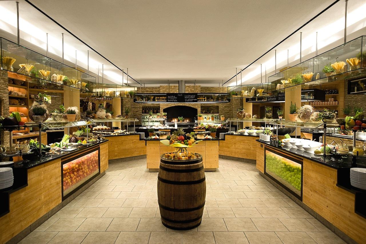 Buffettbereich im Restaurant Streif im A-Rosa Kitzbühel / © A-ROSA Resort & Hotel