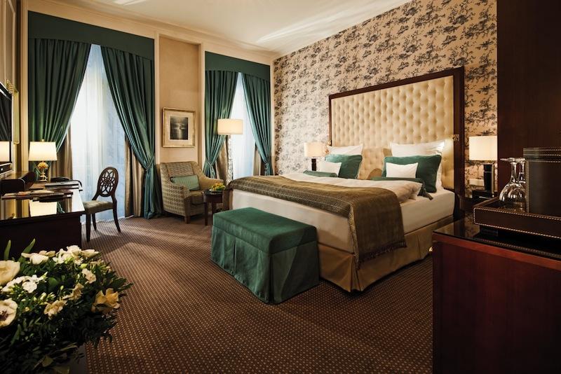 Jedes Zimmer hat seinen eigenen Charme. Ein Blick in eine Deluxe-Doppelzimmer / © Steigenberger Parkhotel