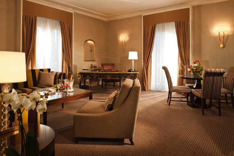 Der Wohnbereich der Deluxe-Suite - traumhaft schönes Ambiente / © Steigenberger Parkhotel