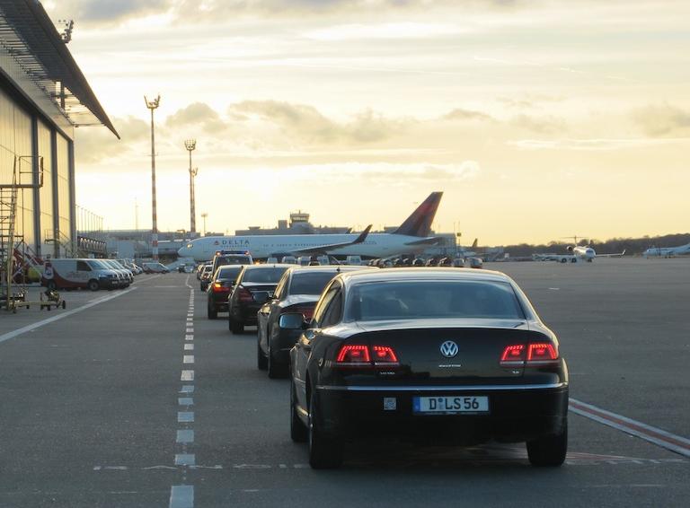 Die Interline-Kolonne am Flughafen Düsseldorf / © Interline