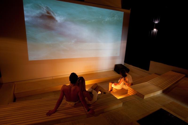 Saunieren und Kino schauen - wohl einzigartig / © BADEWELT SINSHEIM GmbH