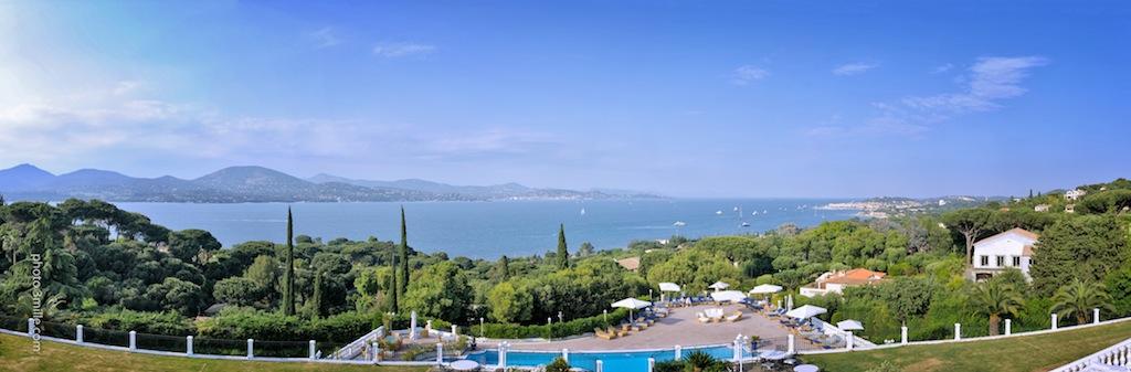 Althoff Hotel Villa Belrose mit traumhaften Blick auf die Bucht von Saint-Tropez / © Althoff Hotel Villa Belrose