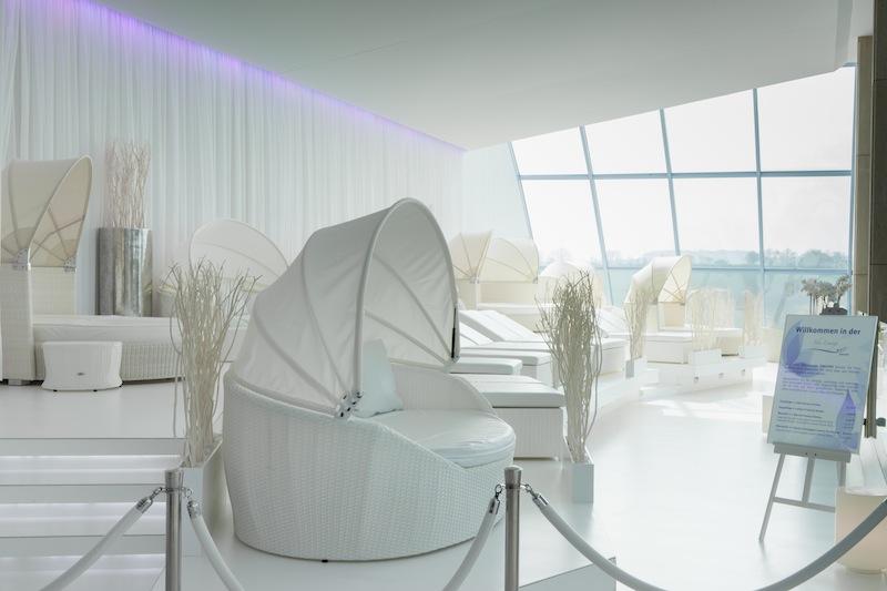 Die SKY-LOUNGE Exklusiv. Champagner gehört mit zum Konzept / © BADEWELT SINSHEIM GmbH