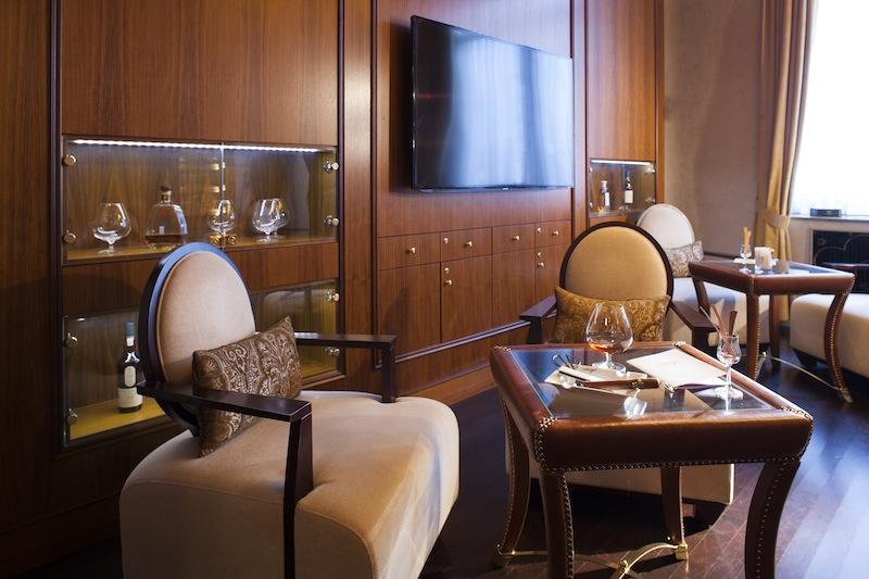 In der Cigar-Lounge feinste Zigarren von Romeo y Julieta oder eine Cohiba genießen / @ Steigenberger Parkhotel