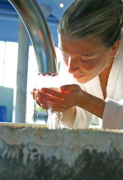 Der Trinkbrunnen - Gesundes Wasser kommt aus der Tiefe / © Claudius Therme Köln