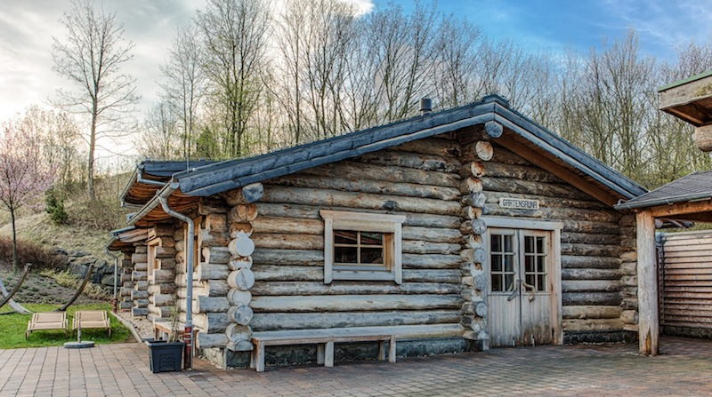 Die schöne Garten-Sauna im monte mare Rheinbach. Aufgüsse mit Aromen, Salz, Orangen und Atem-frei erfreuen die Gäste / © Patricia Lehmann
