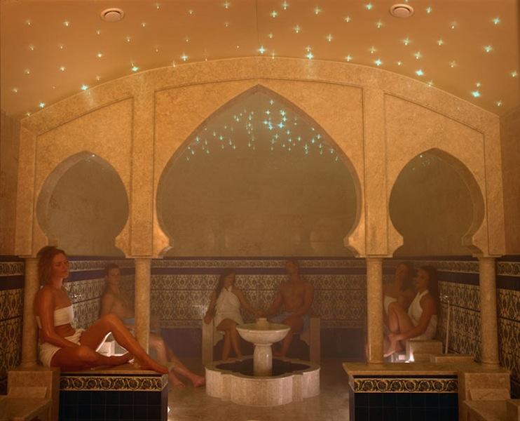 Unter einem grandiosen Sternenhimmel sorgt das verwendete Minzöl für eine befreiende Wirkung / © Mediterana