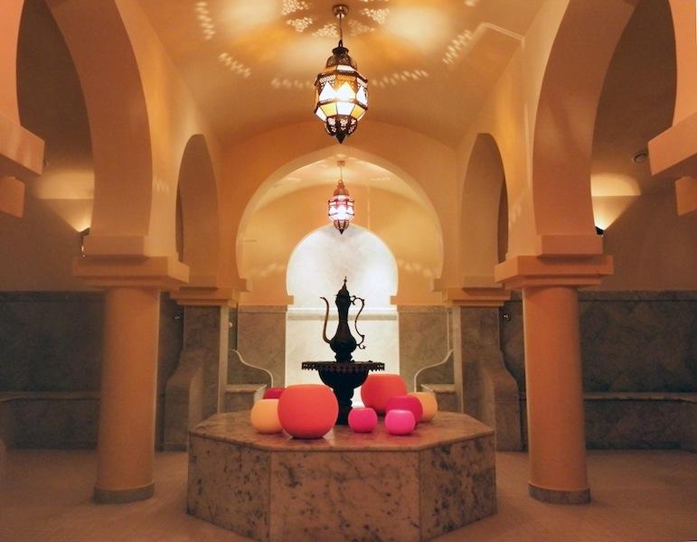 """Das """"Orientalische-Bad"""" im MEDITERANA - pflegende Eigenanwendungen wie Beldi, Rhassoul oder Savon stehen hoch im Kurs / © Mediterana"""