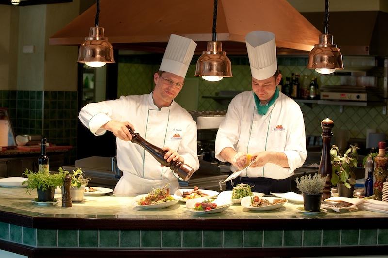 """Im Restaurant """"Villa Verde"""" werden für Genießer täglich frische und gesunde Speisen zubereitet / © Mediteran"""