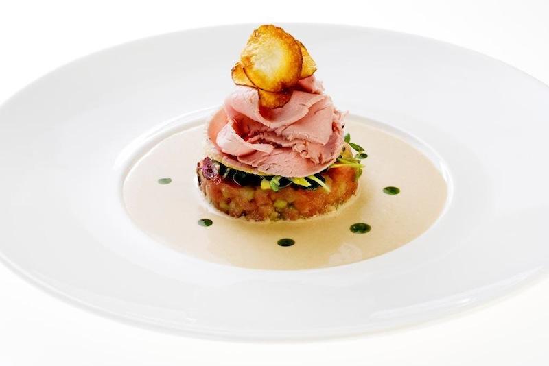 Vitello Tonnato im Restaurant OLIVETO in Bonn / © AMERON Hotel Königshof