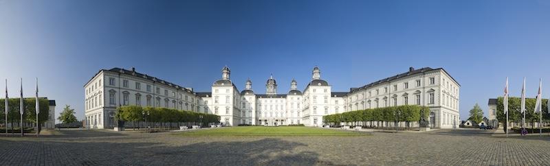 Panoramablick auf das ehrenwerte Althoff Grandhotel Schloss Bensberg / © Althoff Grandhotel Schloss Bensberg