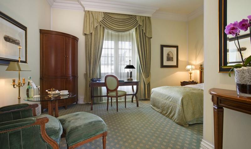 Das großzügige Einzelzimmer im Grandhotel / © Althoff Grandhotel Schloss Bensberg