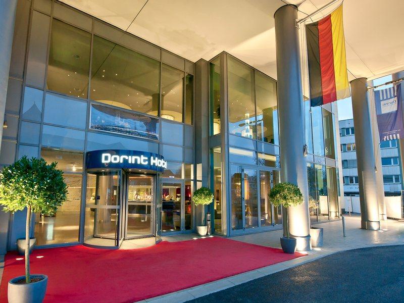 Der Eingang zum Dorint Hotel am Heumarkt. Auch die Bundeskanzlerin Angela Merkel war schon da / © Dorint