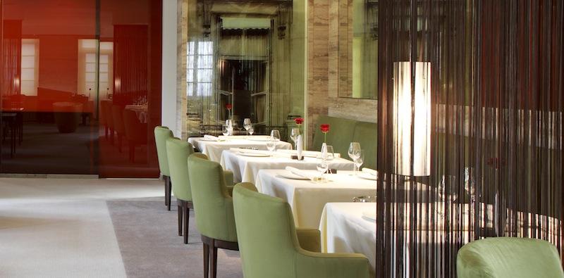 """Restaurant Vendôme: Drei Micheline-Sterne, 19,5 Gault-Millau-Punkte und 5 Feinschmecker """"F"""" / © Althoff Hotel Schloss Bensberg"""