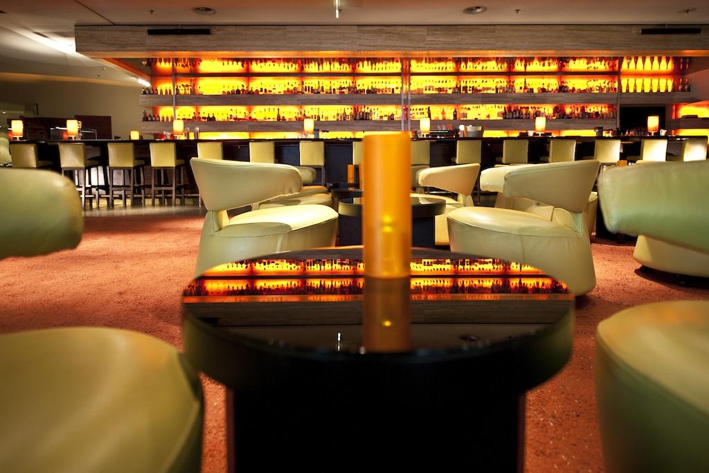 Die Harry's New-York Bar in Köln präsentiert sich frisch und farbenfroh / © Dorint