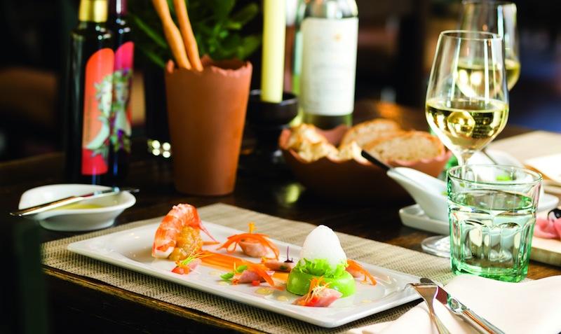 Im Restaurant Trattoria Enoteca - mit 15 Gault Millau Punktem prämiert - werden die Gerichte auch optisch hervorragend präsentiert / © Althoff Grandhotel Schloss Bensberg
