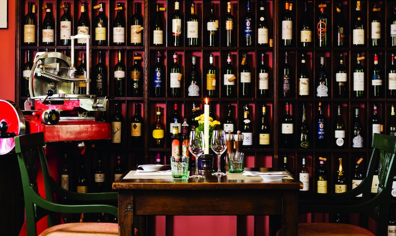 Die große Weinauswahl im Restaurant Trattoria Enoteca / © Althoff Grandhotel Schloss Bensberg