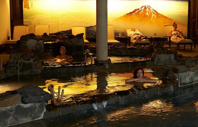 Utase Yu Onsen: Das Kaskadenbad ist bei 36 °C warmen Wasser ein wahre Wohltat / © Neptunbad Köln
