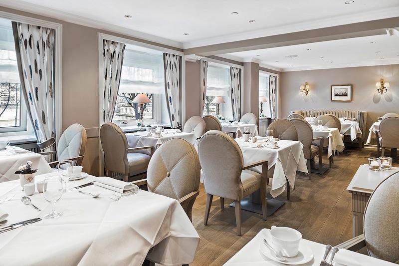 Mein Lieblingsplatz im Café Condi - der soganannte Heuboden; mit Sicht auf die Binnenalster / © Fairmont Hotel Vier Jahreszeiten / Foto Guido Leifhelm