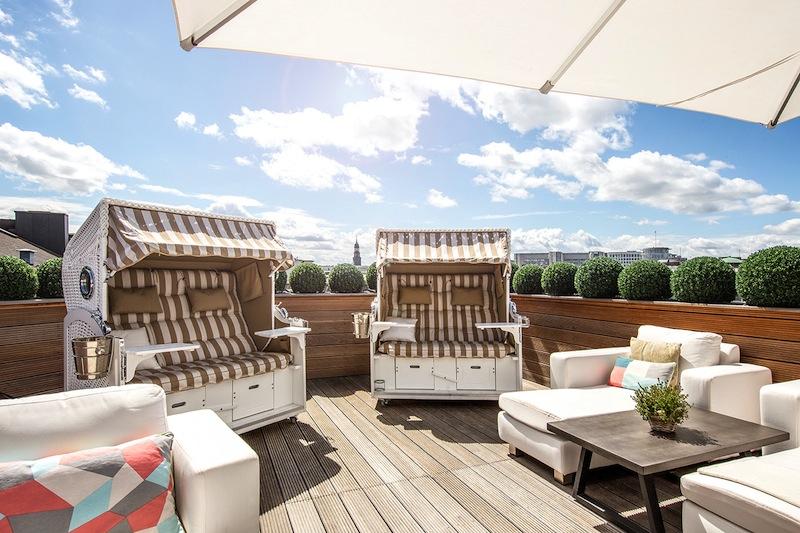 Nach dem Saunieren ist die Dachterrasse auf der sechsten Etage des Hotels angesagt um zu entspannen / © Fairmont Hotel Vier Jahreszeiten / Foto Guido Leifhelm