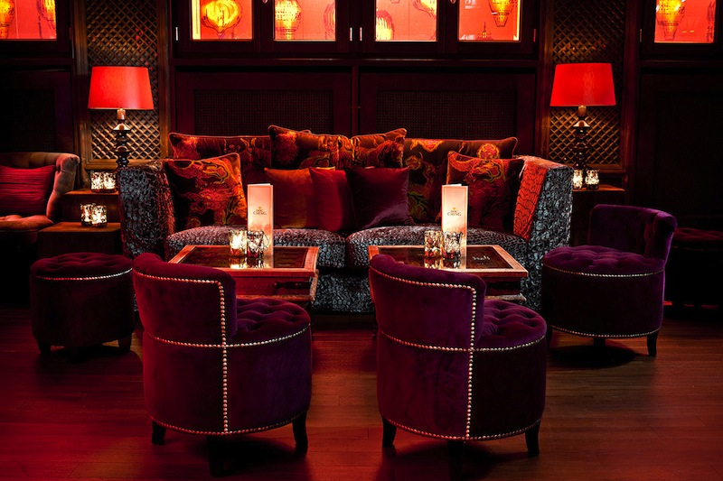 In der Doc Cheng's Bar sind die Gäste nicht nur von den exotischen Cocktails fasziniert / © Fairmont Hotel Vier Jahreszeiten / Foto Guido Leifhelm