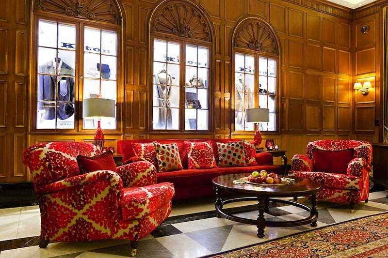 Ein Teil der Lobby im Fairmont Hotel Vier Jahreszeiten - abgestimmt bis ins Detail / © Fairmont Hotel Vier Jahreszeiten / Foto Guido Leifhelm
