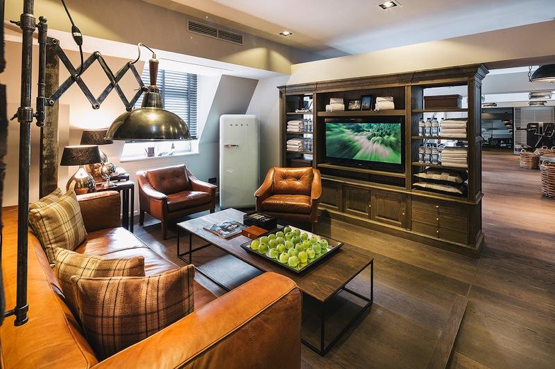 Die Fitness-Lounge - hier sitzen auch die Politiker und Promis nach der Körperertüchtigung / © Fairmont Hotel Vier Jahreszeiten / Foto Guido Leifhelm