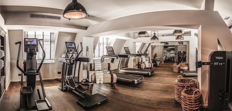 Der top ausgestattete Fitnessbereich im Spa des Fairmont Hotel Vier Jahreszeiten / © Fairmont Hotel Vier Jahreszeiten / Foto Guido Leifhelm