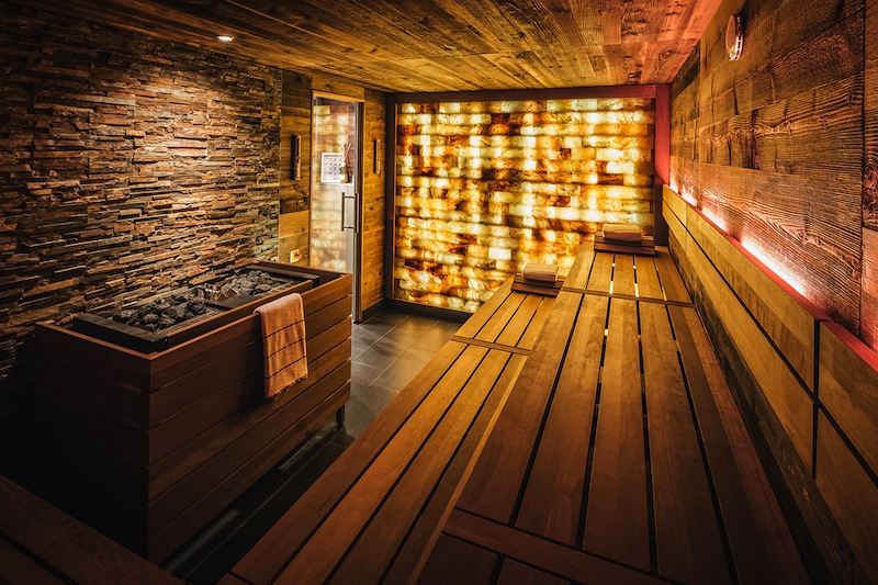 """Neben den Bereichen """"For Women only"""" und """"For Men only"""" ist auch eine gemischte Sauna vorhanden / © Fairmont Hotel Vier Jahreszeiten / Foto Guido Leifhelm"""