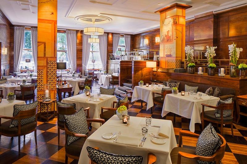 Im Restaurant Jahreszeiten Grill ist auch der täglich wechselnde Business-Lunch sehr gefragt / © Fairmont Hotel Vier Jahreszeiten / Foto Guido Leifhelm