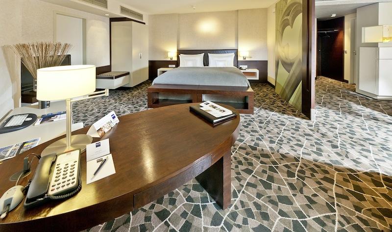 Die 55 Quadratmeter große Komfort Suite, mit ihrem separaten Wohn- und Schlafbereich, lässt keine Wünschen offen / © Dorint
