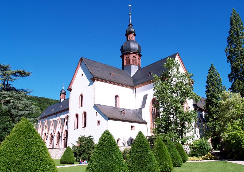 Kloster Eberbach mit der schönen Basilika. Das Laiendormitorium des Klosters ist die ideale Location für die Welcome Party zum 20. Rheingau Gourmet & Wein Festival / © Kloster Eberbach