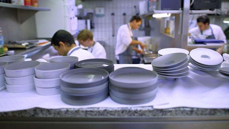 """Die Küchenbrigade im """"la vie"""" ist nahezu pausenlos im Einsatz um den Gästen ein Geschmackerlebnis zu garantieren / © LA VIE"""