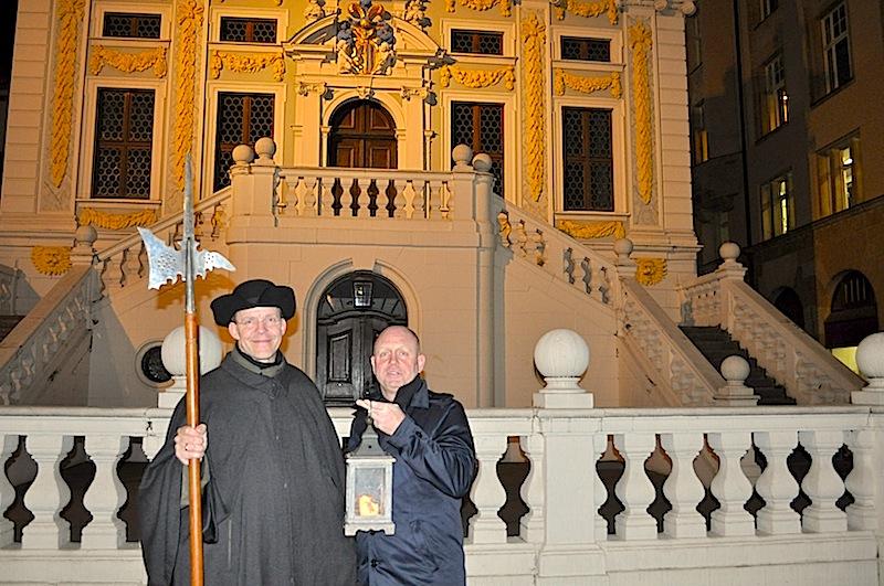 Sehr empfehlenswert und hoch informativ ist der Nachtrundgang mit Nachtwächter Bremme. Hier im Bild Uwe Hartung ala Nachtwächter Bremme (l.) und Andreas Conrad (r.) / Redaktion FrontRowSociety.net