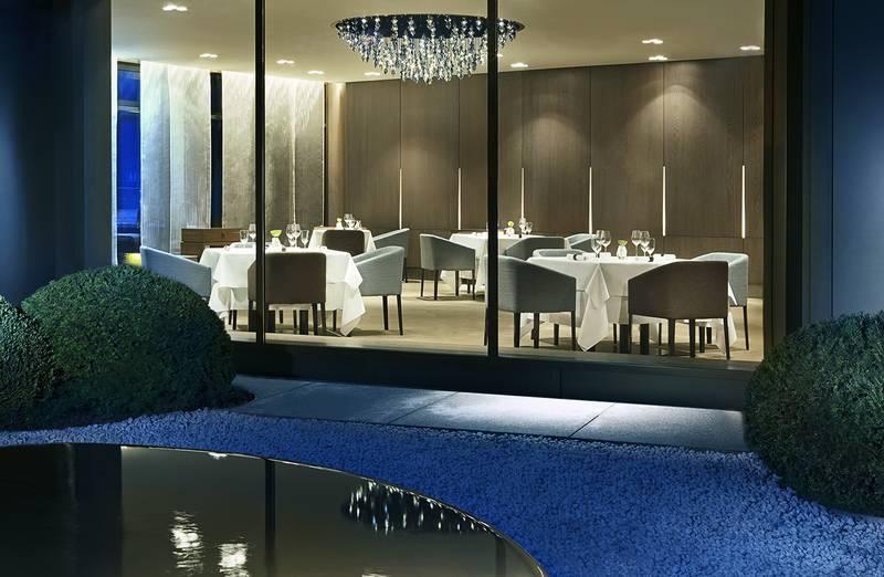 Ein traumhaft schöner Blick vom Privatgarten in das 3-Sterne-Restaurant AQUA / © Restaurant Aqua