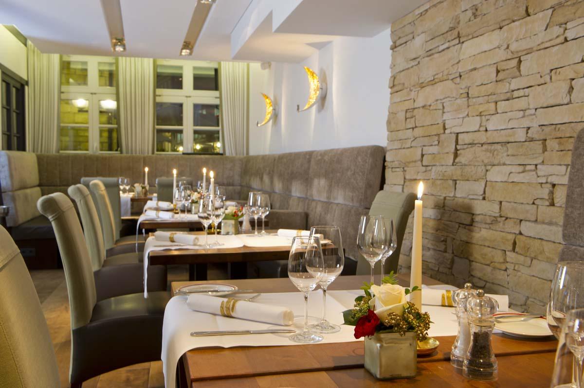 Das Restaurant Walhalla im historischen Bereich; modern und komfortabel / © Romantik Hotel Walhalla