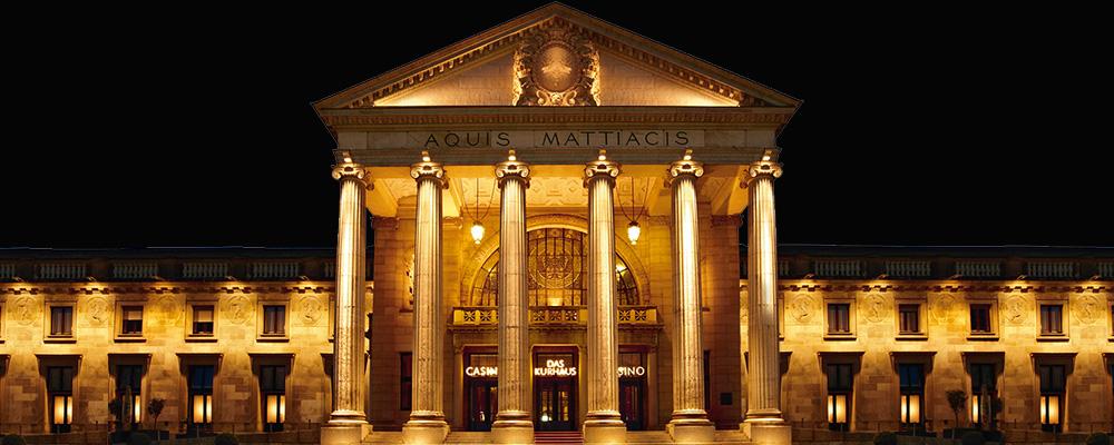 Die Spielbank Wiesbaden befindet sich direkt gegenüber dem eherenwerten Luxushotel Nassauer Hof / © Spielbank Wiesbaden GmbH & CO. KG