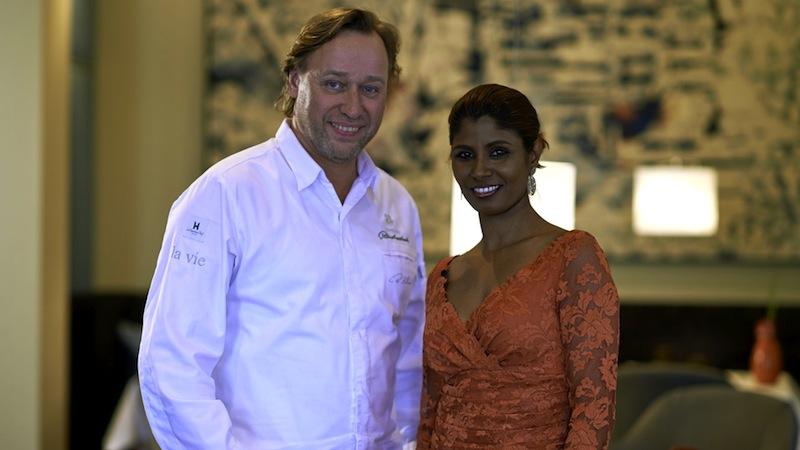"""Für Chef de Cuisine Thomas Bühner und Maîtresse de Maison Thayarni Kanagaratnam ist der 1. April 2016 ein ganz besonderes Datum, vor 10 Jahren haben sie das Restaurant """"la vie"""" eröffnet, welches heute zu den Besten des Landes zählt / © LA VIE"""