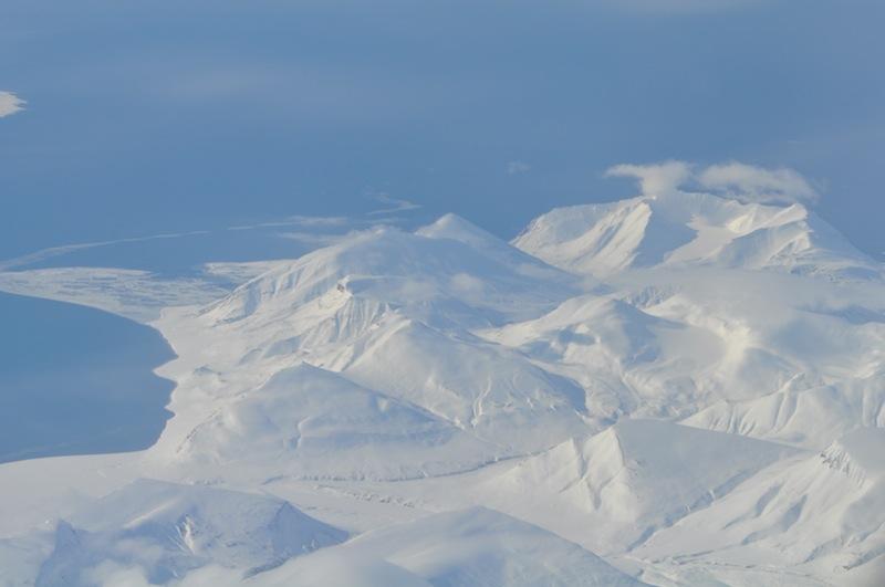 Spitzbergen wirk auch aus der Luft majestetisch schön / © Redaktion FrontRowSociety.net
