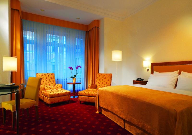 In den Grand Deluxe Zimmern stehen dem Gast je nach gewähltem Zimmer zwischen 34 und 42 Quadratmeter Raum zur Verfügung / © Hotel Fürstenhof, Leipzig